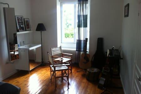 Chambre centre Cholet proche Puy du FOU - Cholet - Ev