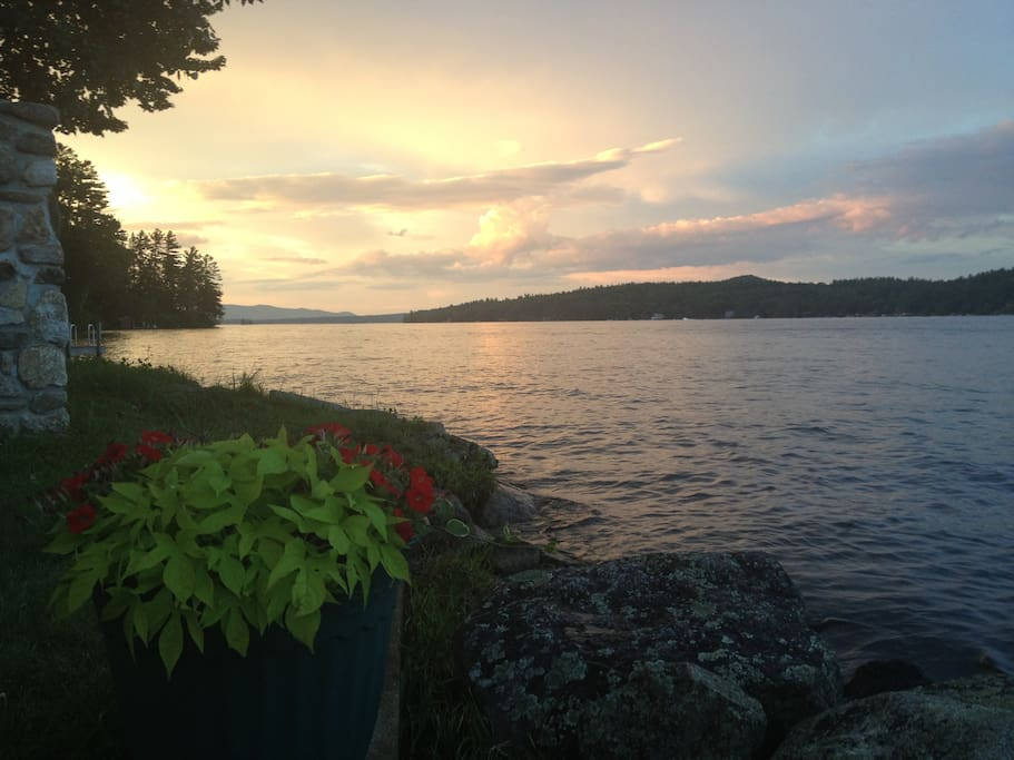 Beautiful lakefront cottages on the shore of Lake Winnipesaukee in Alton Bay NH
