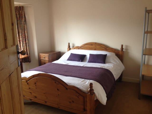 Double bedroom London and  Heathrow - Hounslow - Casa