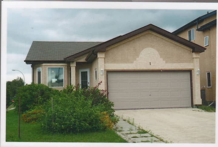 Basement suite available in great location!