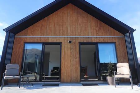 36 Grandview - Bright, stylish Lake Hawea Apt