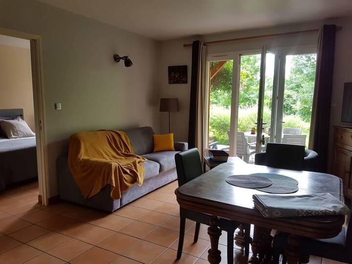 Meublé N°2-Apartment-Ensuite Dusche-Apartment-Gartenblick