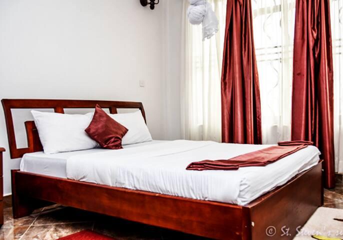 St Stevens - Standard spacious suite - Entebbe - Lejlighed