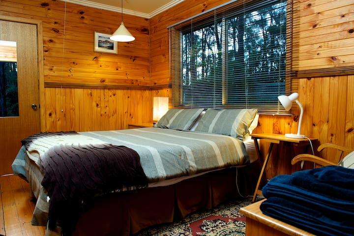 Queen Bedroom with adj. ensuite