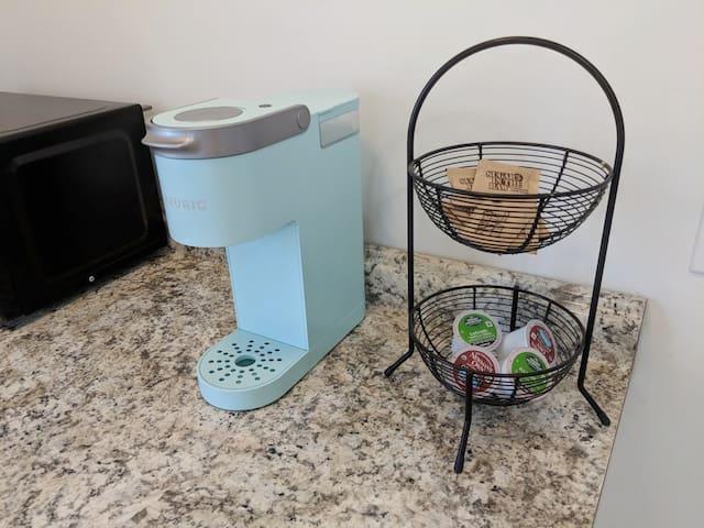 Keurig Coffee Maker With Coffee and Tea