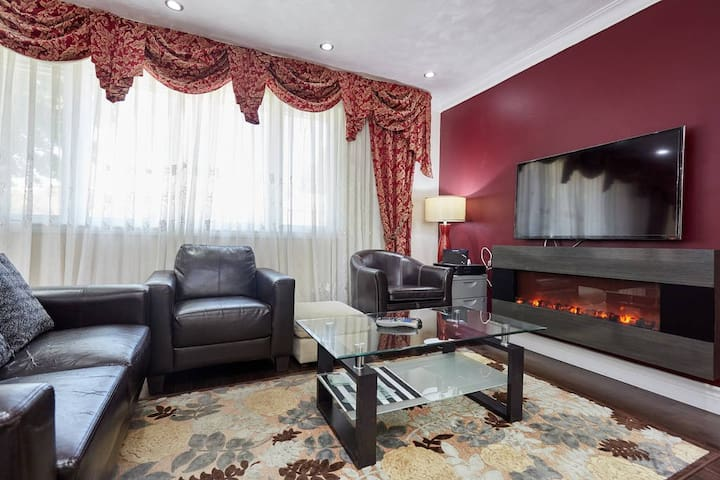 3 Bedroom Oakville Oasis