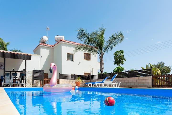 Abbot villa 4 bedroomed  uninterrupted sea veiws