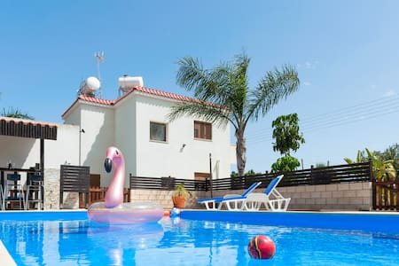 Abbot villa 4 bedroomed  uninterrupted sea veiws