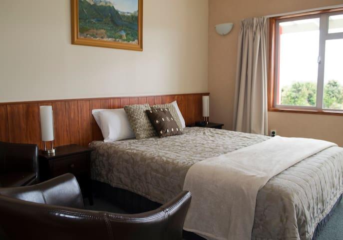 Manapouri Lakeview Motor Inn - Manapouri - Oda + Kahvaltı