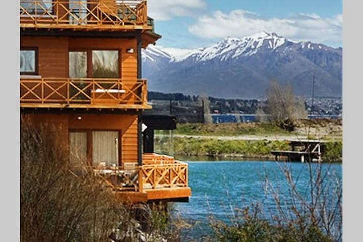 Lake shore Loft amazing view pool 1 amb - Dina Huapi - Apartament