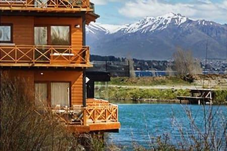 Lake shore Loft amazing view pool 1 amb - Dina Huapi - Apartment
