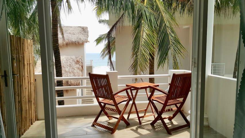 Lucky Spot Beach Bungalow - Sunny Palm Tree #2