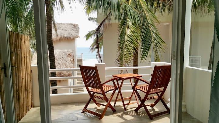 Lucky Spot Beach Bungalow - Sunny Palm Tree #1