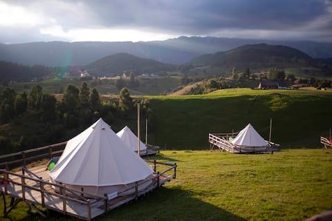 Ursa Mica Glamping Resort -  Venus Tent