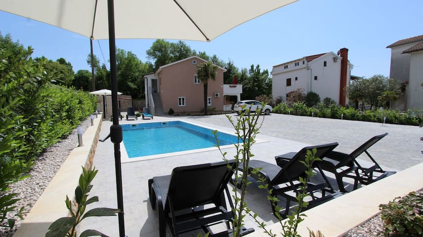 Apartment for 4+2 persons in Malinska R79314