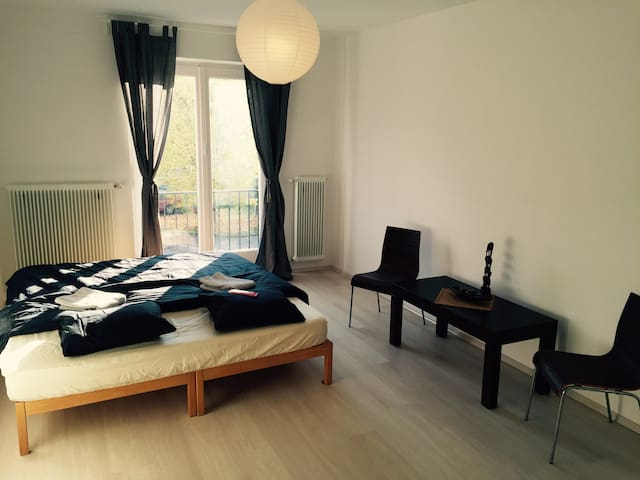 Cosy Clean Apartment- 5-10 min from CityCenter - Salzburgo