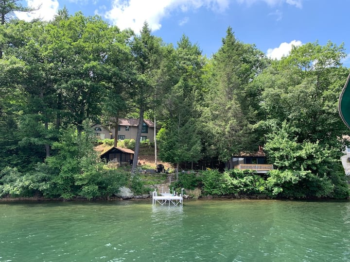 Lakefront escape with 2 cottages in the woods