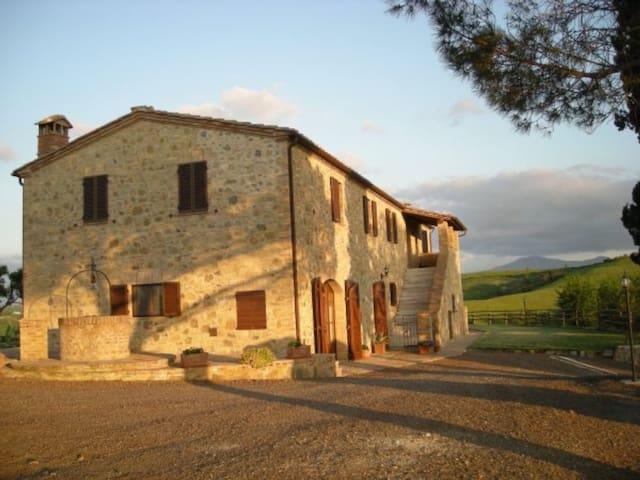 Agriturismo Collesassi, relax e natura - Montalcino