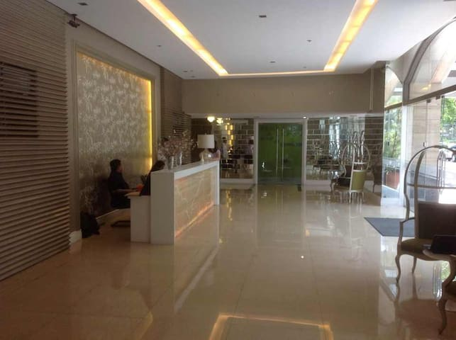 Makati 2 Studio Units for Family / Groups nr Mall