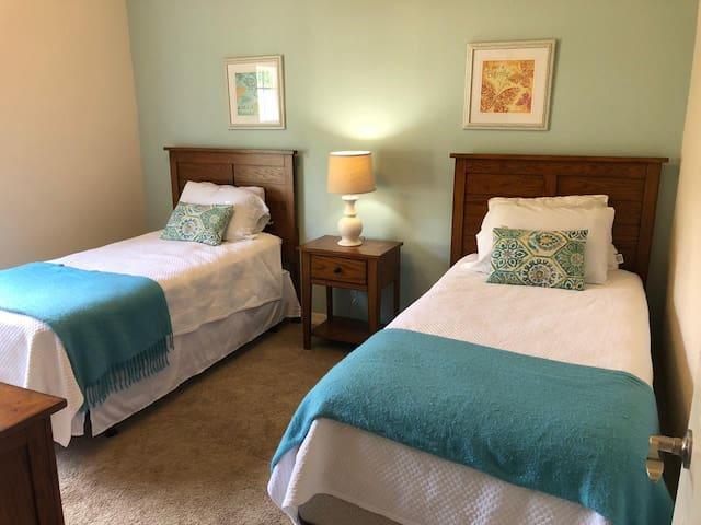 Nice Twin Bedroom - Resort Lucaya Village