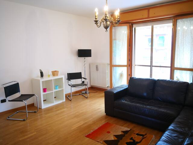 Beautiful 2 bedrooms apartment 16 minutes to Duomo