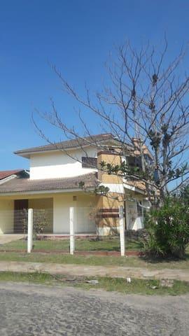 Bela casa em Capão Novo - Dům
