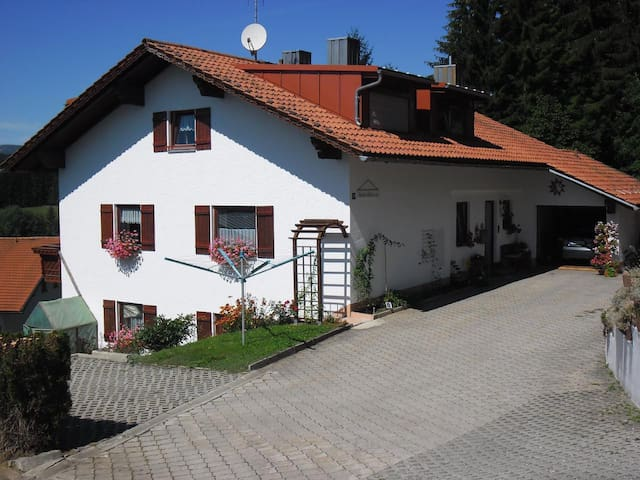 Comfortably furnished apartment with private entrance and beautiful views of mountains and forests of the Bavarian Forest