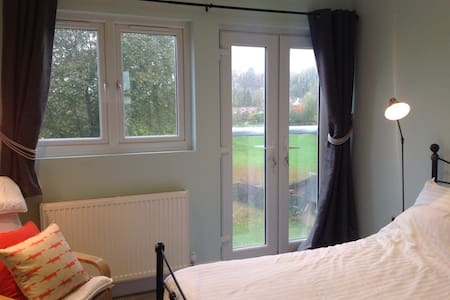 Luxury en suite room with a view - Godalming