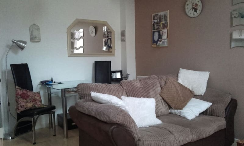 Bright cosy duplex Derby - Hilton - Townhouse