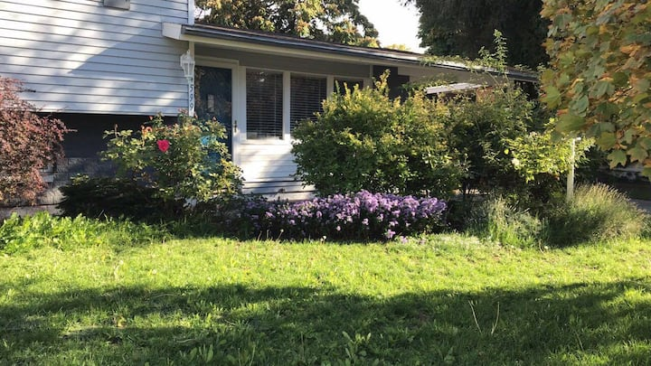 Renovated cozy house: groceries walking distance