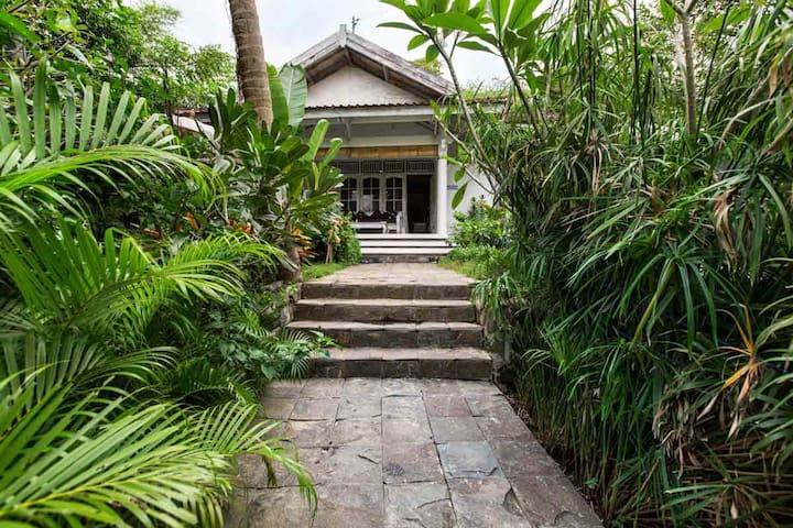 3 bedroom villa with pool close to everything - Kuta - Casa de camp