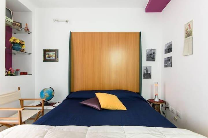 stanza con bagno letto matrimoniale - Syrakuzy - Sala sypialna