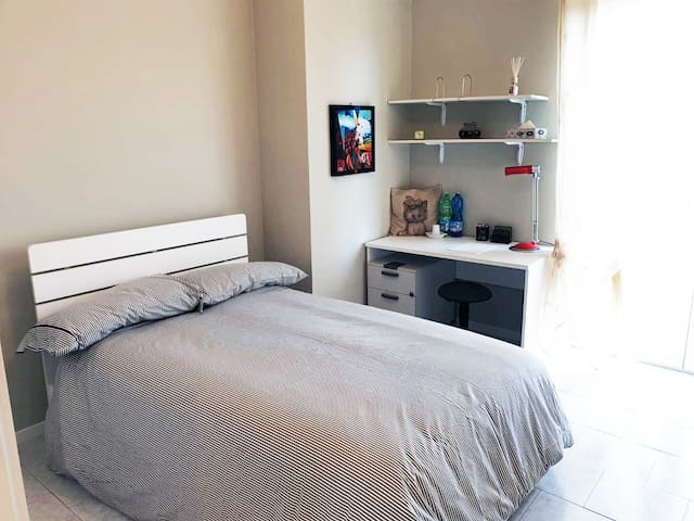 Comfortable and Convenient Room in Milan