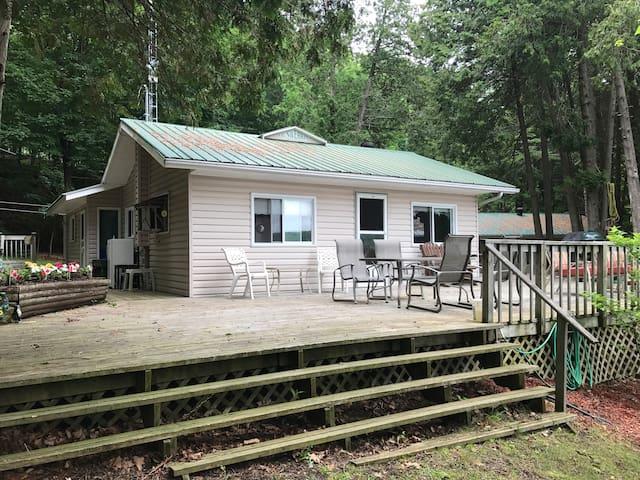 Peaceful Cottage on Knowlton Lake