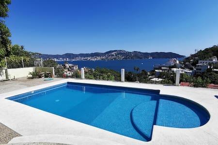 Encantadora Casa con Vista a la Bahía de Acapulco