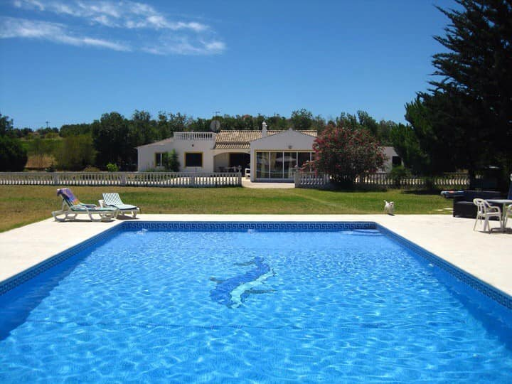 House with private pool and 5 km to beach