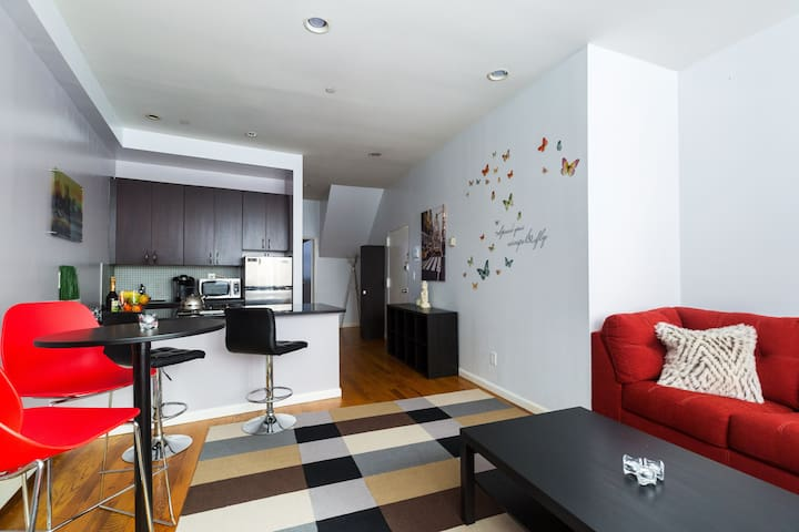 STAY HERE! Nice&Quite 1BD in Financial District!