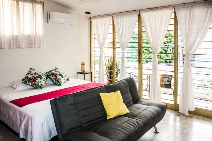 Luminosa Suite en La Mejor Zona [AC, Frigo, Café]
