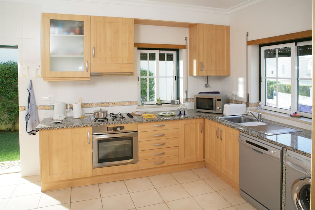 fully fitted kitchen, microwave, washing machine, dishwasher, coffee machine
