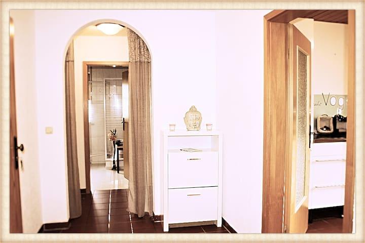 Großzügiges Zimmer mit eigener Küche +  Badezimmer