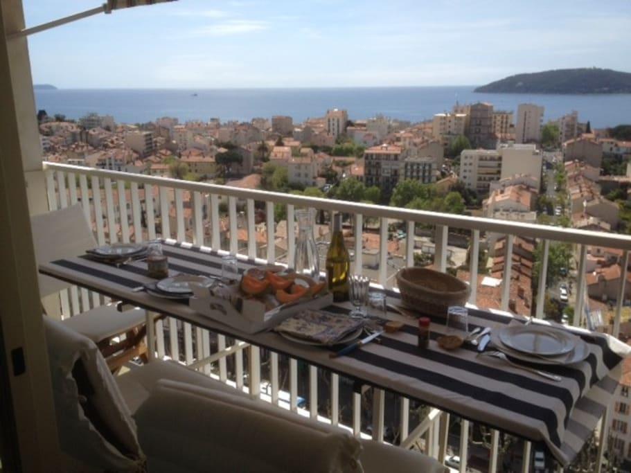 un petit lunch sur le balcon?