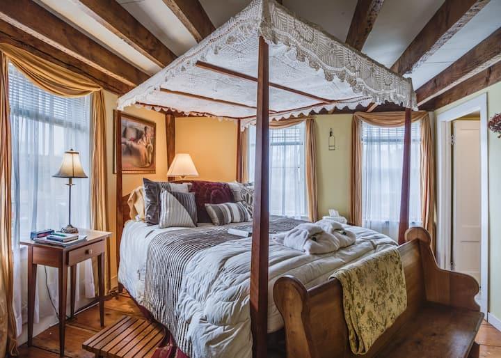 Captain Grant's Sunny Amy Room.