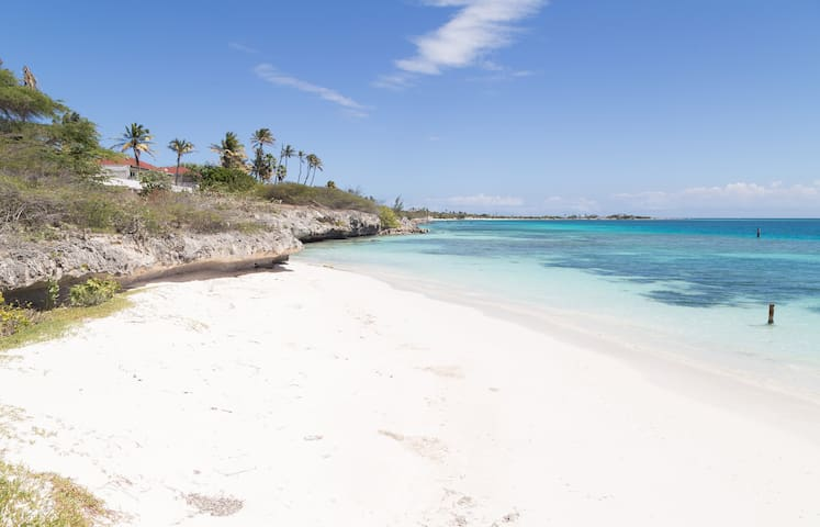 Aruba beachfront home in The Colony - San Nicolas