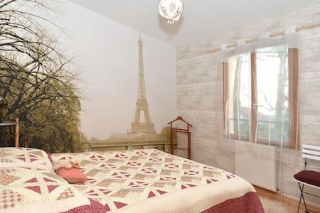 Calme, verdure, Sdb+WC privé, 20kms  de Paris - Yerres