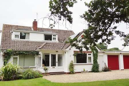 First Cottage Bed and Breakfast - Lymington