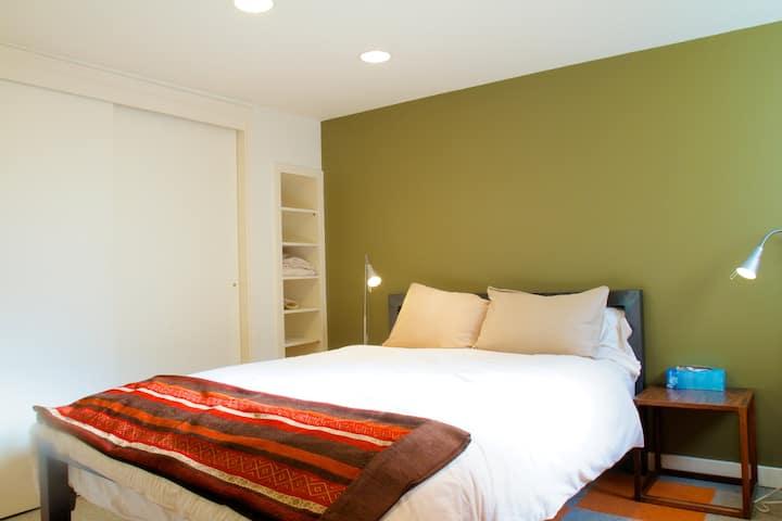 Sunny 1 Bedroom Garden Apartment