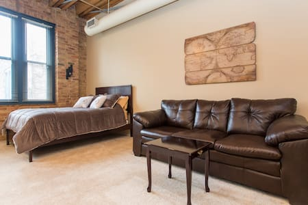 Stylish Loft Charming Old Town - Chicago