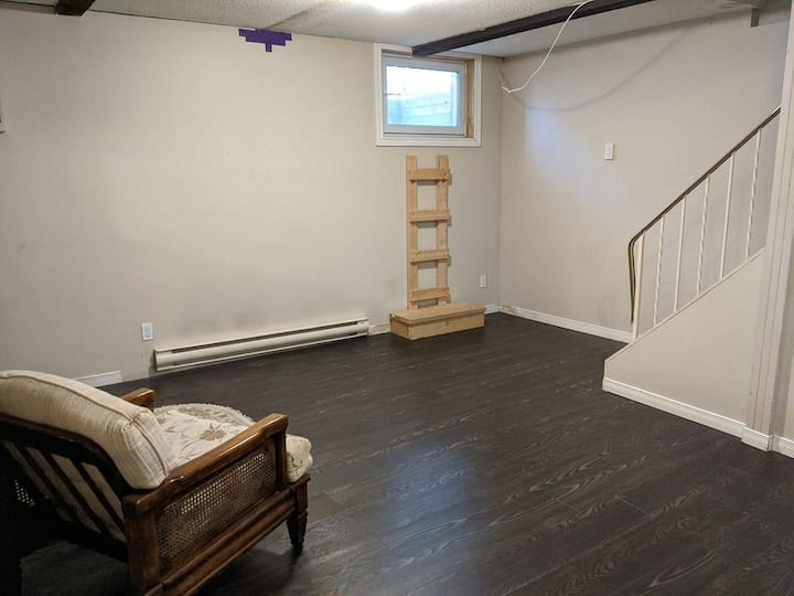 Walk to UW, Uptown - Month to Month available