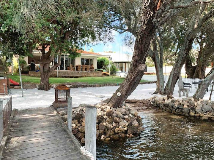Holiday House on the Murray River. Jetty/free WIFI