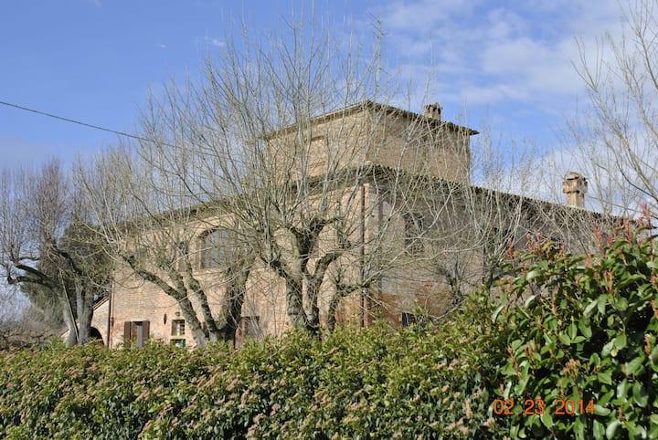 old farmhouse in tuscany
